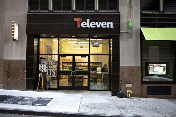 比起电商互联网,老牌店7-11坚持对零售的虔诚和用户的溺爱