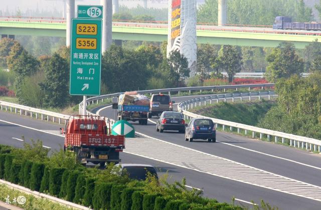 高速驾驶这三点必须要记牢 事故率能下降两倍