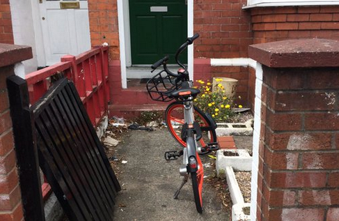 摩拜单车被扔河底 这一次发生在英国
