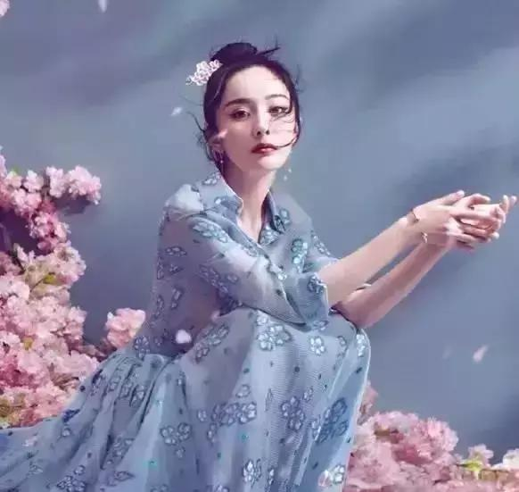 穿搭技巧:看女明星的那些开满鲜花的裙子,真的都好美