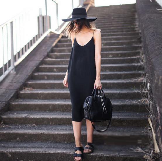 穿上优雅的小黑裙,尽显女人魅力
