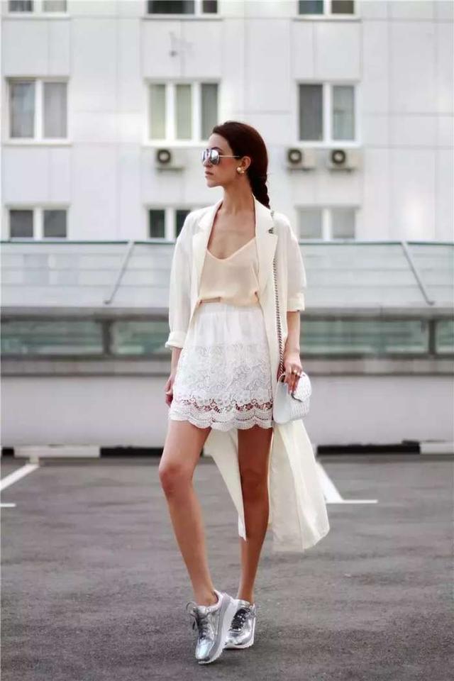 裙子+运动鞋 = 满分时髦少女!
