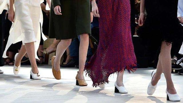 丑萌丑萌的奶奶鞋,摇身一变就能穿出时髦的少女感?
