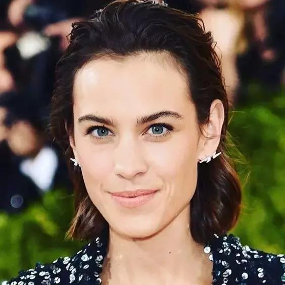 4种脸型选不同耳环,听说配短发更时髦!