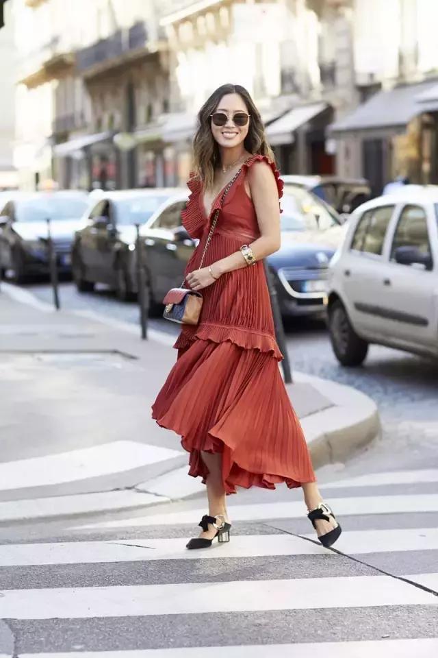 长裙这样穿,再矮也能腿长一米八!