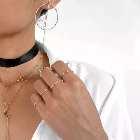 戒指叠搭|学会这几个技巧,戒指叠搭会让你穿衣搭配更有品味!