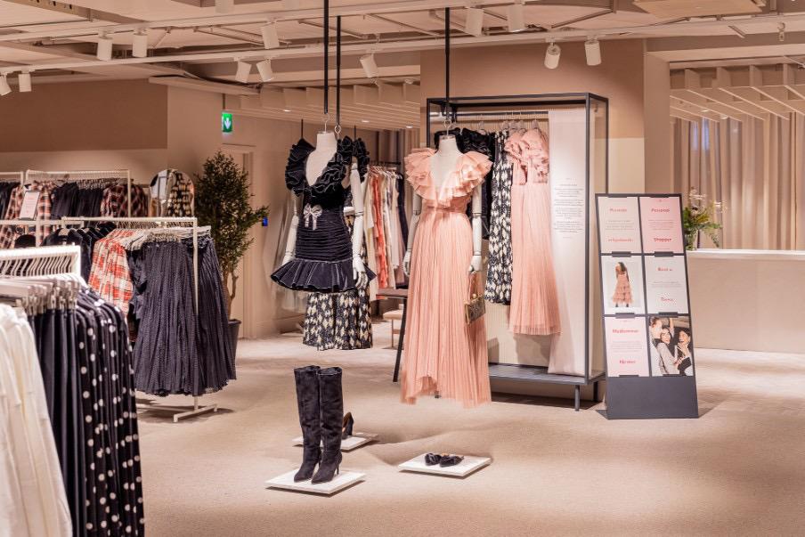 亏损,破产,闭店……H&M居然扛住快时尚消亡魔咒,大逆转了?